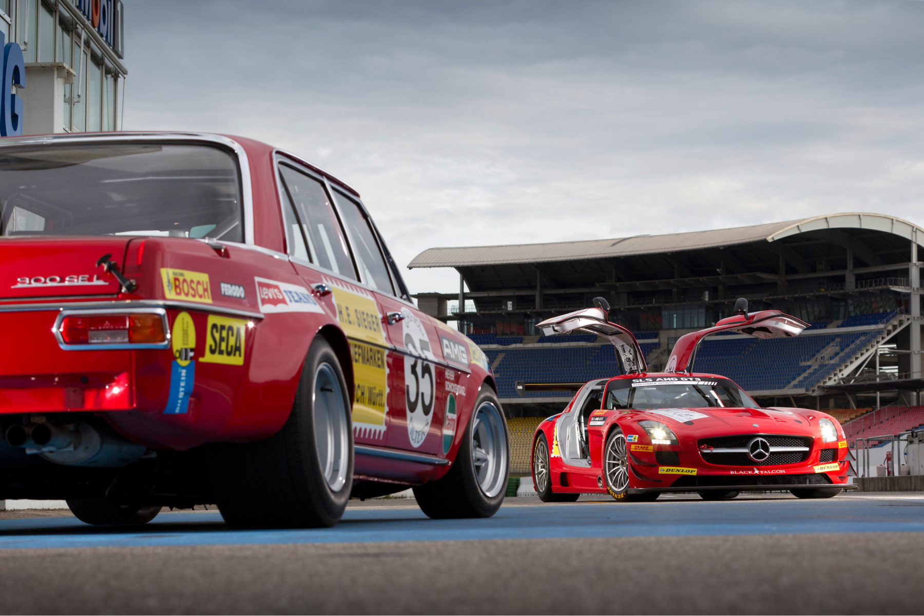 AMG 300 SEL 6.8 racing touring car based on the Mercedes-Benz 300 SEL 6.3 (W 109) luxury saloon, detailed reconstruction from 2006 (front left), and Mercedes-Benz SLS AMG GT3 racing car (C 197, rear) with a decal based on the racing touring car of 1971. Photo from 2011.